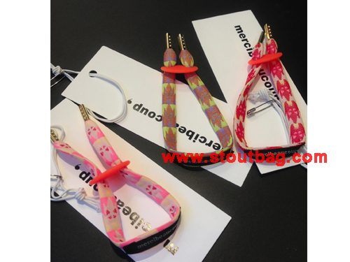 merci-hand-strap